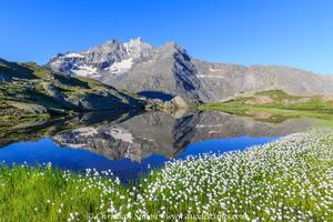 Reflet des Dents d'Ambin dans le lac Giaset